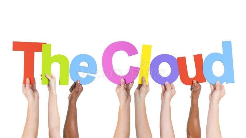 Se tenir augmenté par bras multi-ethniques textote le nuage photo libre de droits