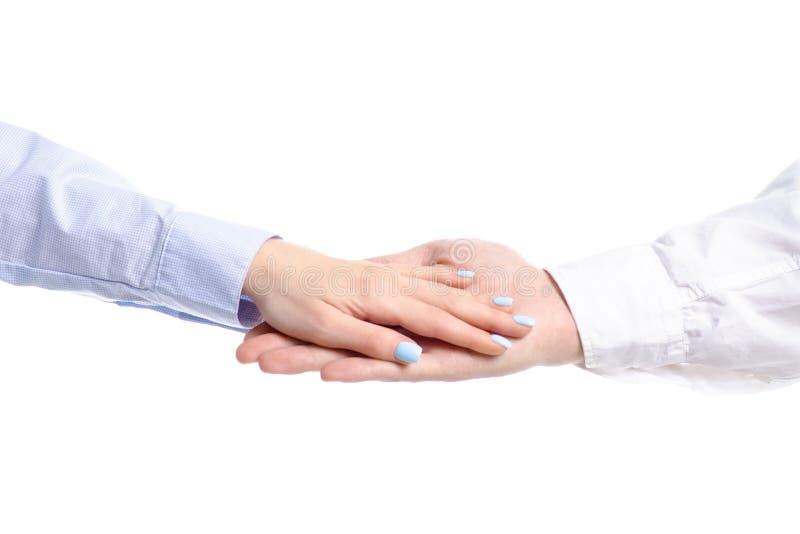 Se tenir de mains de couples d'homme et de femme photographie stock libre de droits