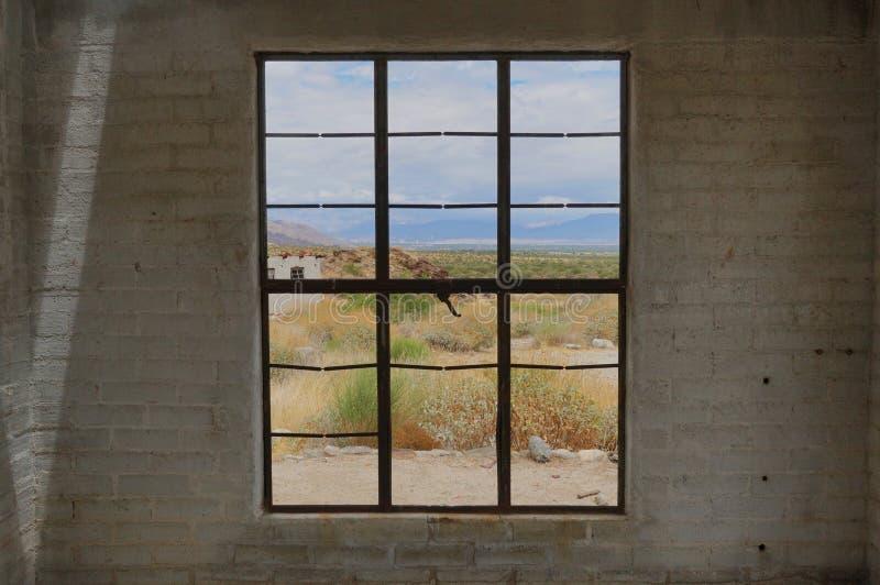 Se till och med ett fönster på Coachellaet Valley arkivfoton
