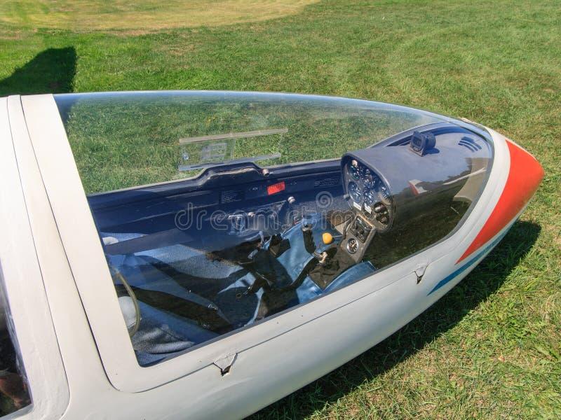 Se till och med glidflygplancanopyen royaltyfri foto