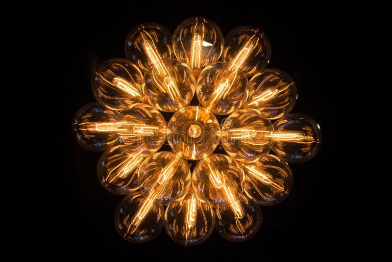 Se upp på en lampkrona royaltyfri bild