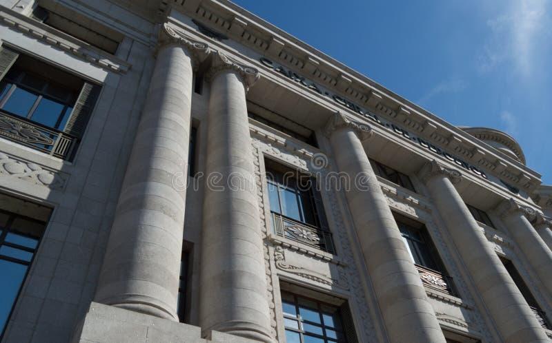 Se upp till en historisk byggnad royaltyfri foto