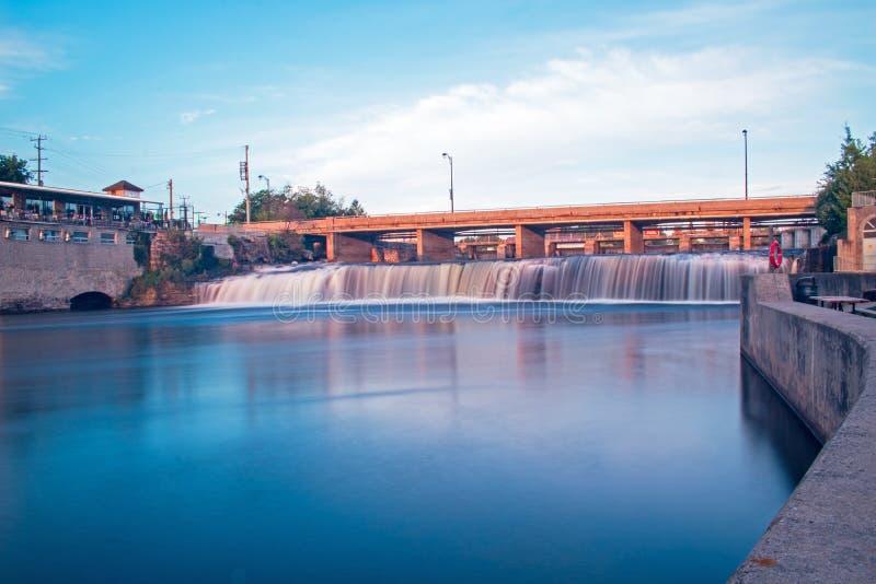 Se uppströms på Fenelon nedgångar i ottaljus arkivfoto