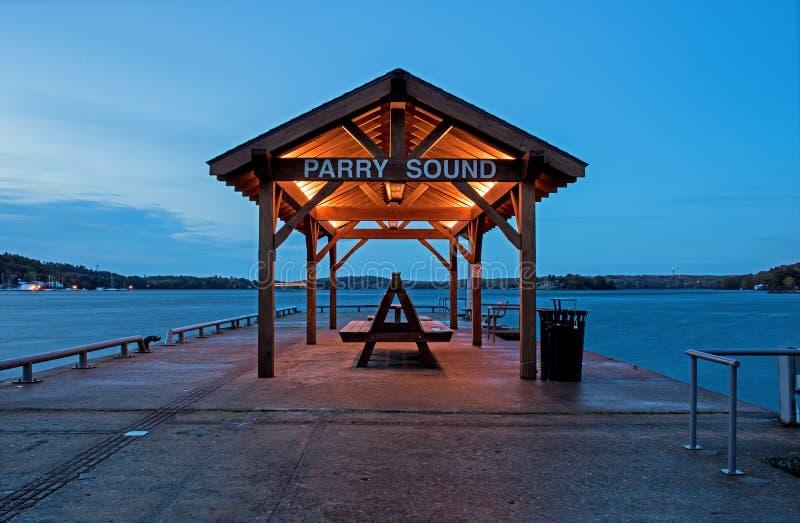 Se ut Pier At Parry Sound i Ontario, Kanada arkivfoto