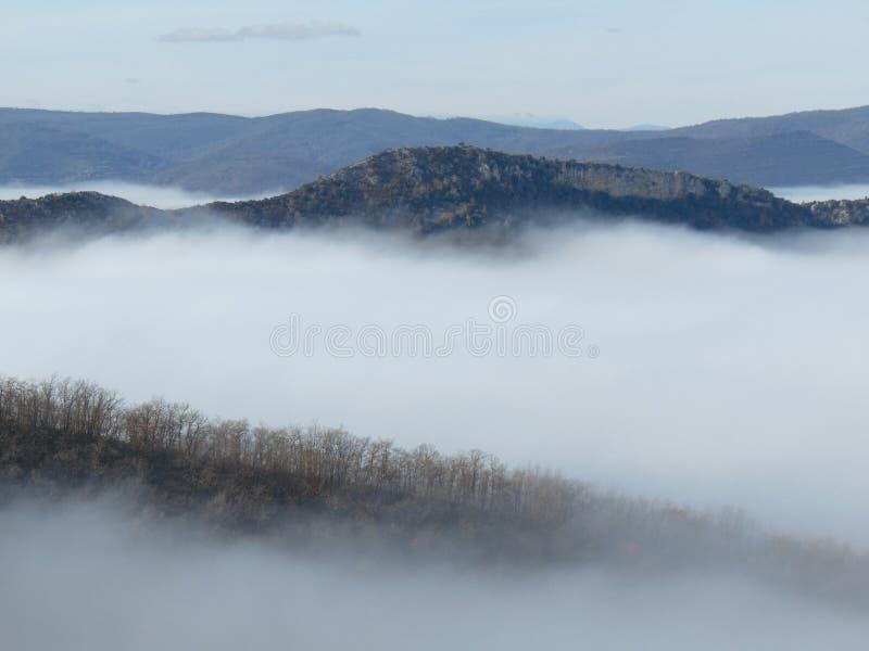 La Rioja Otoño niebla en el valle stock photo