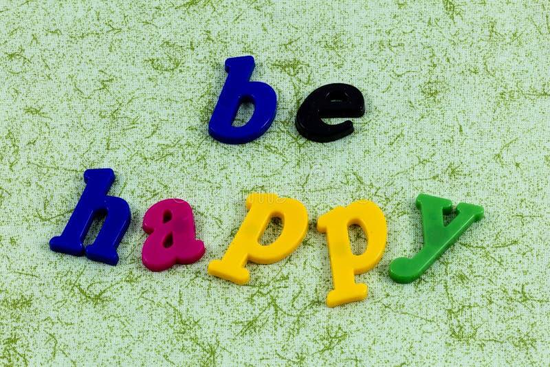 Sea feliz que el amor disfruta de optimismo mueve adelante positivo fotos de archivo libres de regalías