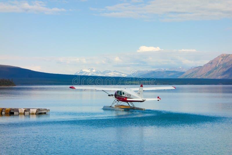 Sea-plane voor lading aan afgelegen gebieden in yukon wordt gecharterd die stock afbeelding