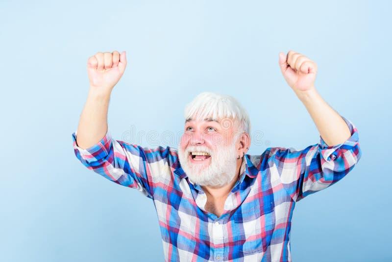 Sea su mejor hombre barbudo maduro de la peluca blanca Concepto de Hairloss abuelo en el retiro hombre mayor con la barba gris fotografía de archivo