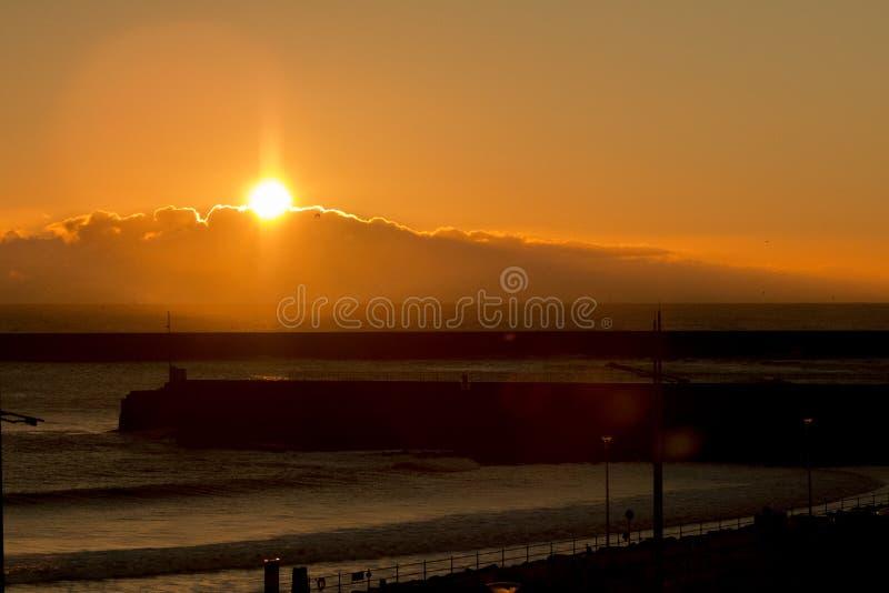 Seaburn-Sonnenuntergang-ungewöhnliche Zusammenfassung lizenzfreies stockbild