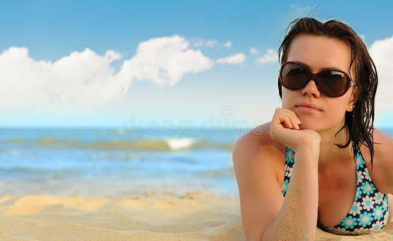 seacoast девушки стоковые изображения rf