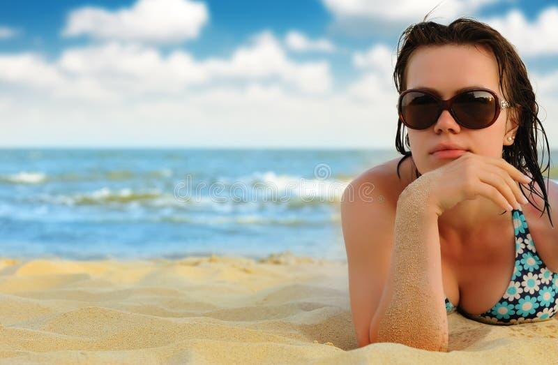 seacoast девушки стоковые фотографии rf