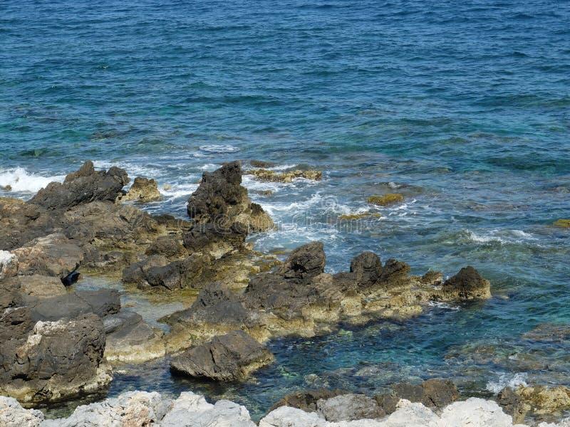 Download Seacoast стоковое изображение. изображение насчитывающей взморье - 41660659