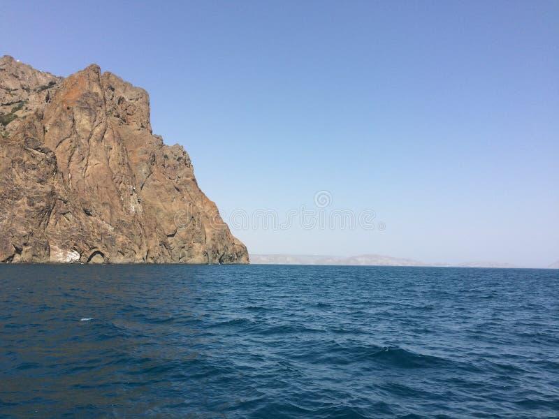 Seacoast da opinião do verão O Mar Negro, Crimeia imagem de stock