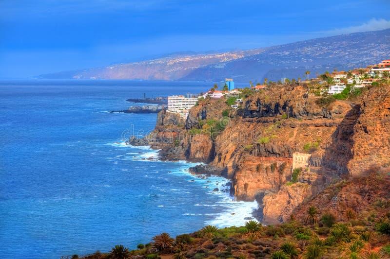 Seacoast de Los Realejos perto do oceano em Garachico, Tenerife fotos de stock