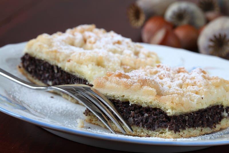 Sead de pavot et gâteau de croustillant de noisette photographie stock libre de droits