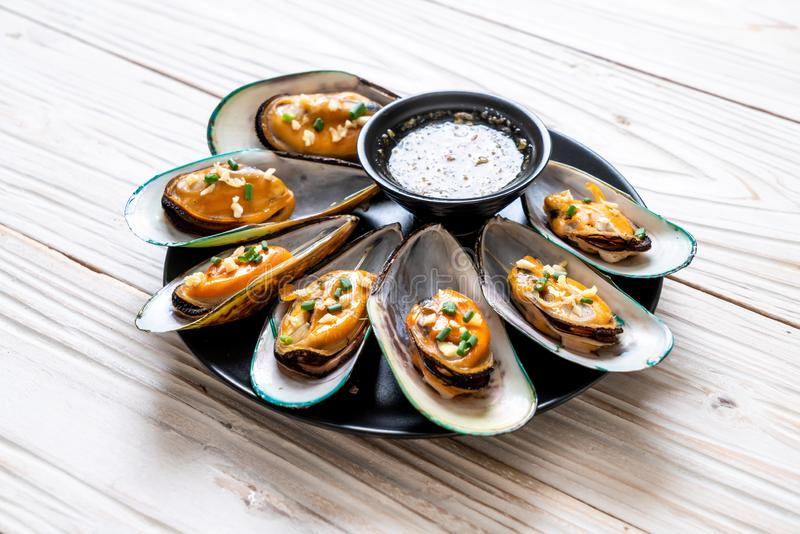 mussels with lemon and garlic stock image