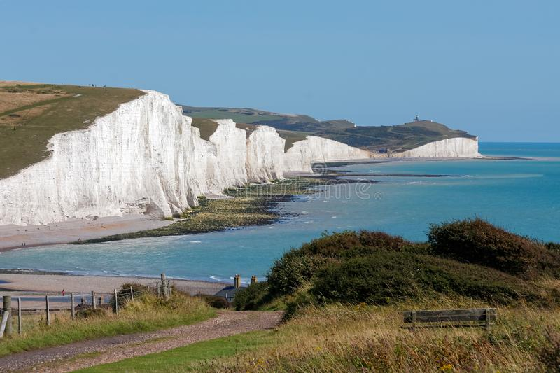 SEAFORD, SUSSEX/UK - 15. AUGUST: Ansicht der sieben Schwestern am Cu stockbilder