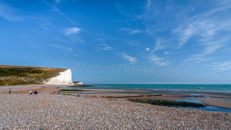 SEAFORD SUSSEX/UK - AUGUSTI 15: Sju systrar i Sussex på Augu royaltyfri fotografi