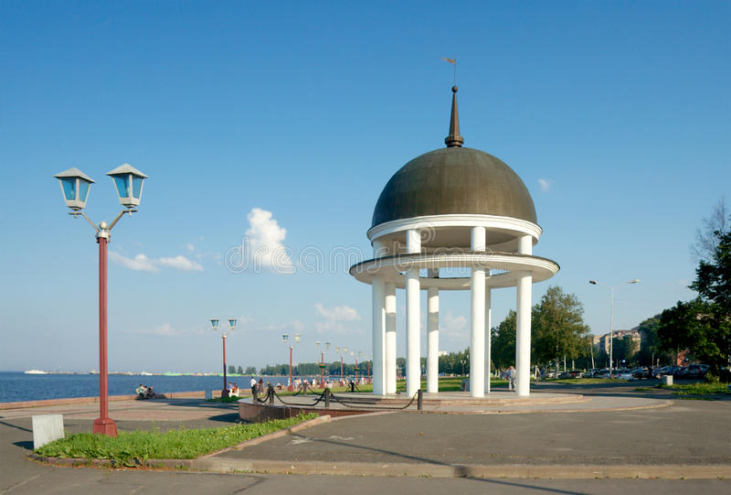 Seafront av Lake Onega. Petrozavodsk Karelia royaltyfri bild
