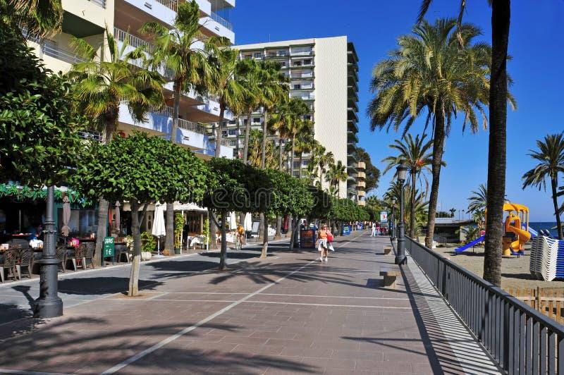 Seafront på den Venus stranden, i Marbella, Spanien arkivbilder