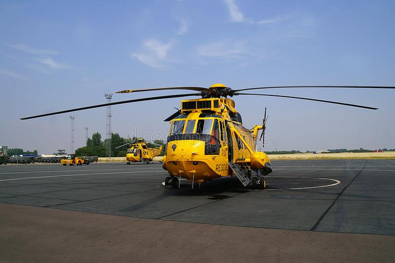 Seaking helikopter, militarna rewizja i ratunek na lotnisku, fotografia stock