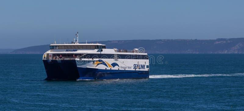 Sealink - de veerboot die van het Kangoeroeeiland over Grote Australiër varen stock foto's