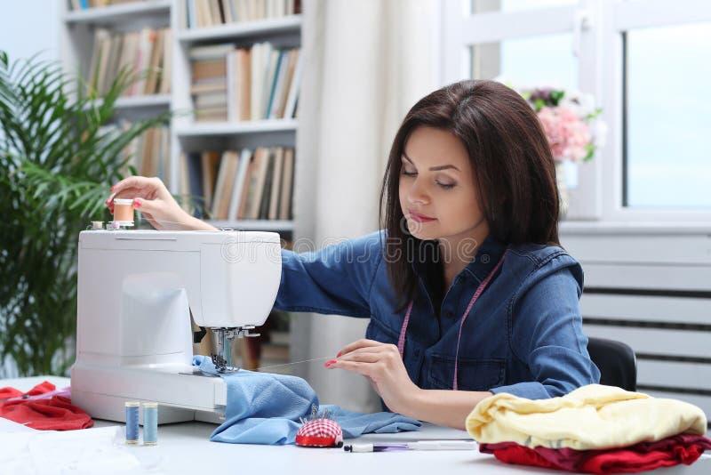 seamstress fotografie stock