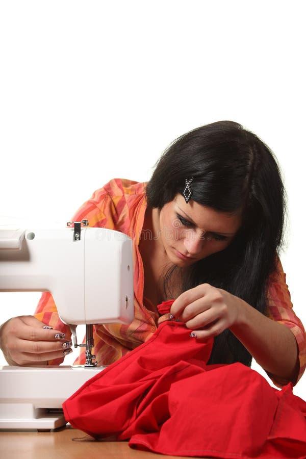 Seamstressarbete på sömnad-maskinen arkivbild