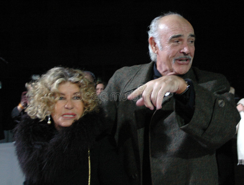 Sean Connery con su esposa imágenes de archivo libres de regalías