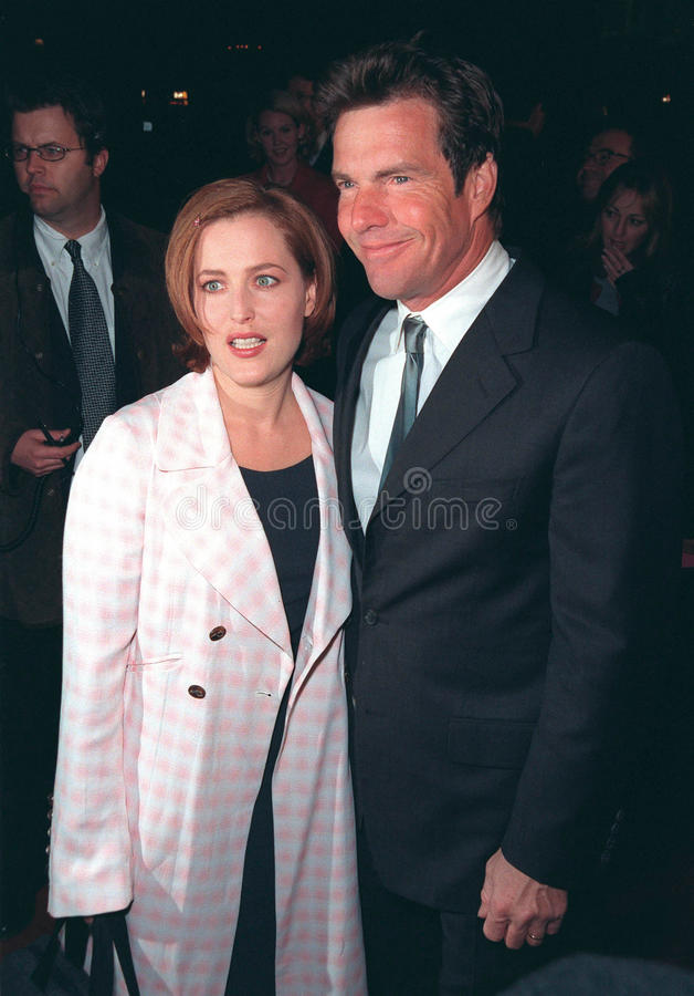 Gillian Anderson,Dennis Quaid. 10DEC98: 'X-Files' star GILLIAN ANDERSON & actor DENNIS QUAID at world premiere of their new movie 'Playing by Heart' in which stock photos