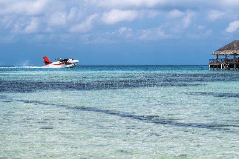 Seaplane που προσγειώνεται στην ωκεάνια λιμνοθάλασσα Seaplane απογείωση από στοκ εικόνα με δικαίωμα ελεύθερης χρήσης