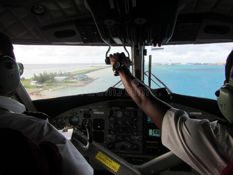 Download Seaplane Twin Otter Cockpit Editorial Image - Image: 32705710