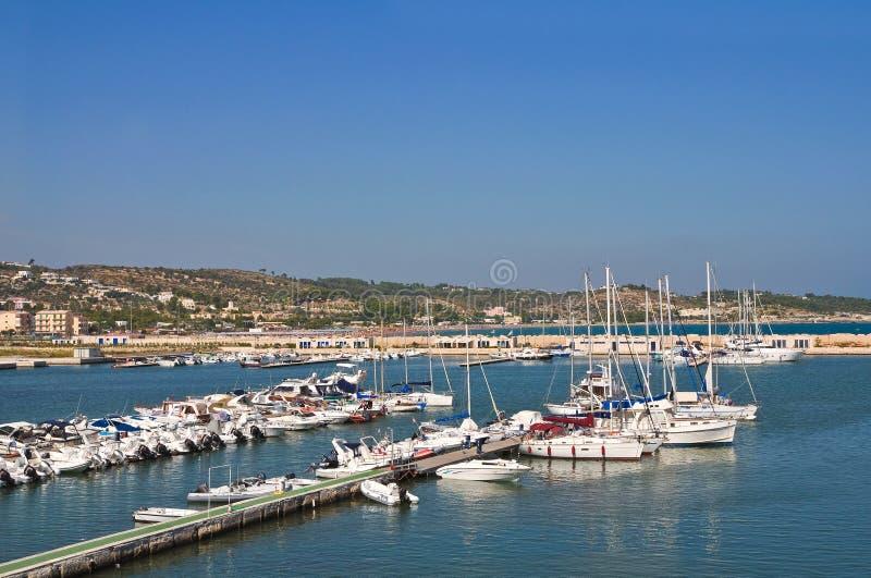 Seaport av Vieste. Puglia. Italien. arkivfoto