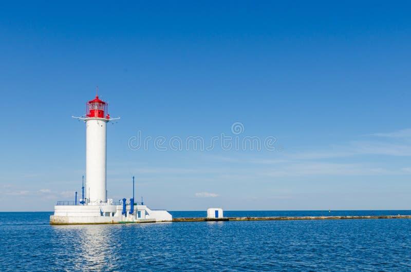 Seascape με το φάρο στο λιμένα Odesa στοκ εικόνα με δικαίωμα ελεύθερης χρήσης