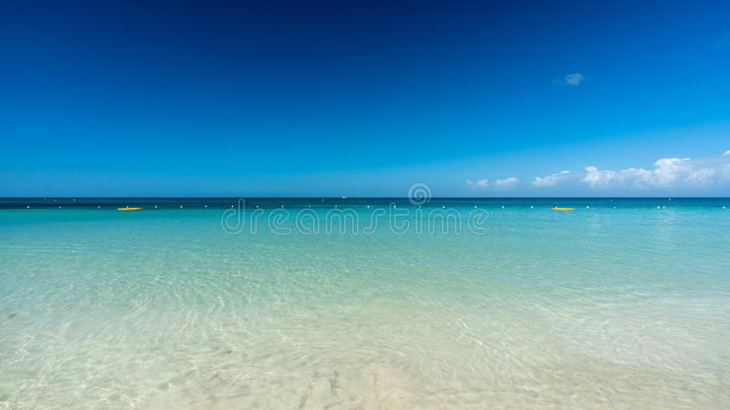 Seascape μια ηλιόλουστη ημέρα στοκ φωτογραφία