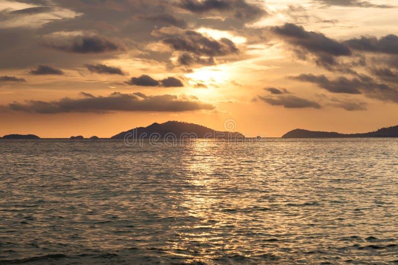 Seascape, взгляд захода солнца на тропическом океане в Таиланде на временени стоковое изображение