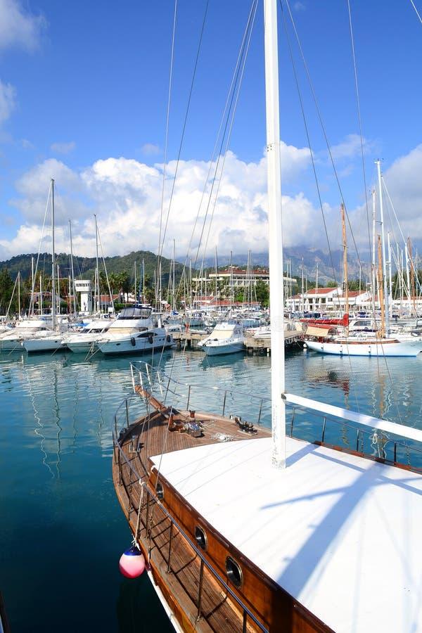 Download Seascape горы стыковки Крита морской Стоковое Фото - изображение насчитывающей небо, остальные: 41656474