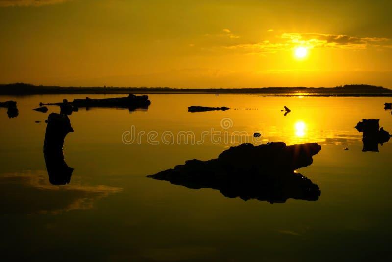 Seascape и ` s силуэта солнца установленное стоковые фото