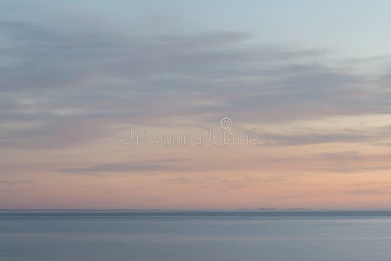 Seascape покрашенный пастелью восхода солнца раннего утра стоковые фотографии rf