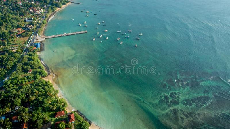 Seascape с деревней рыболова в Шри-Ланка стоковое изображение rf