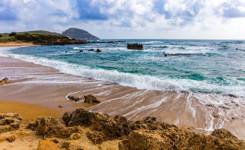 Seascape с пенообразными swashing волнами стоковые изображения rf