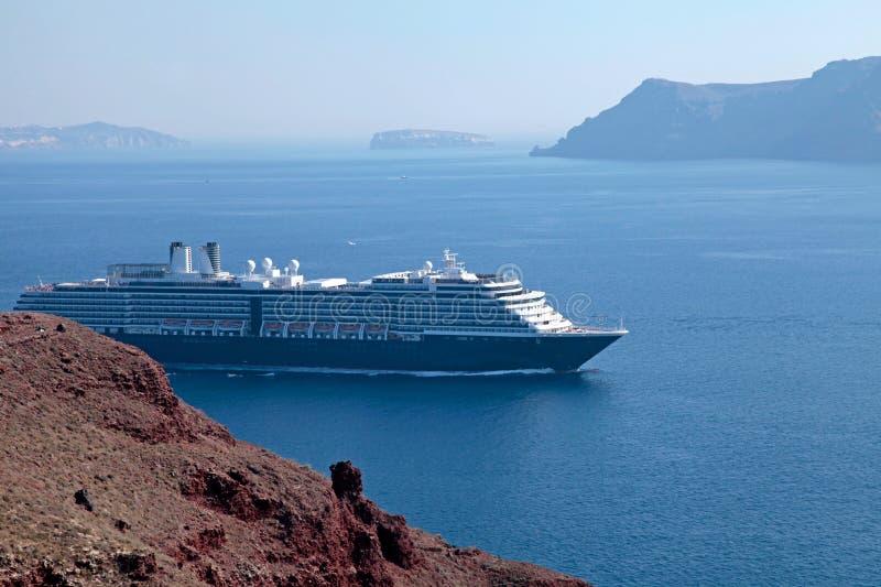 Seascape с туристическими суднами, Santorini, Греция стоковое фото rf