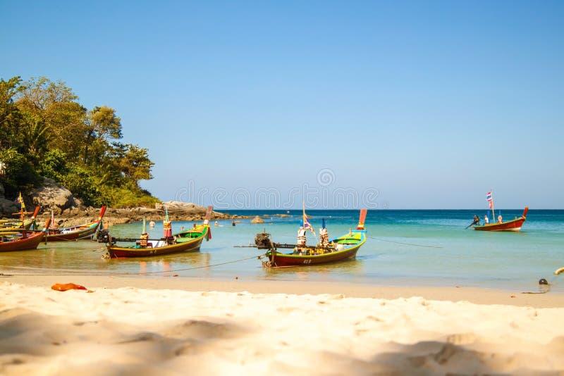 Seascape av det Thailand loppet i sommarsäsong med klart havsvatten för smaragd arkivfoto