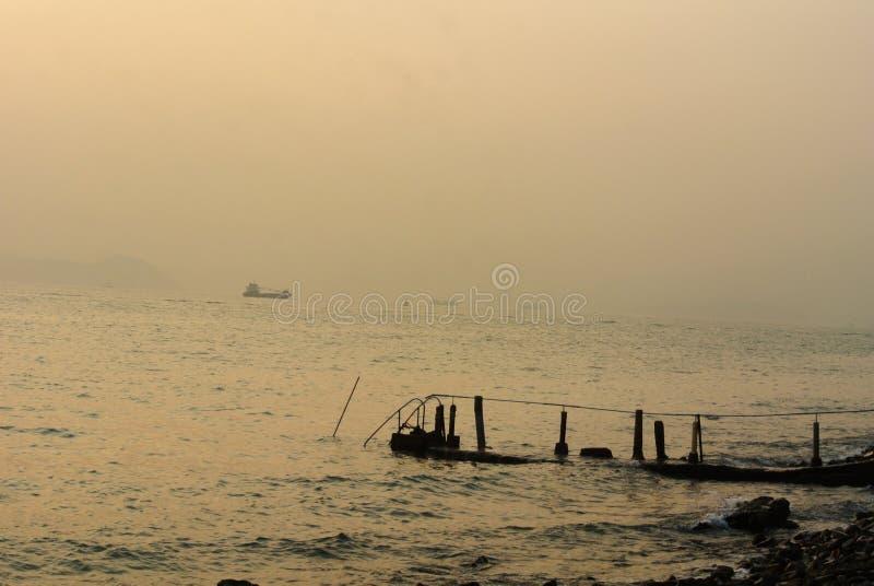 Seascape bonito com o cais característico em Sandy Bay, Hong Kong ilustração royalty free