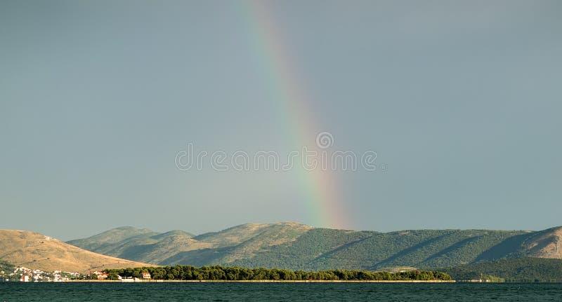Seascape bonito e arco-íris fotografia de stock royalty free