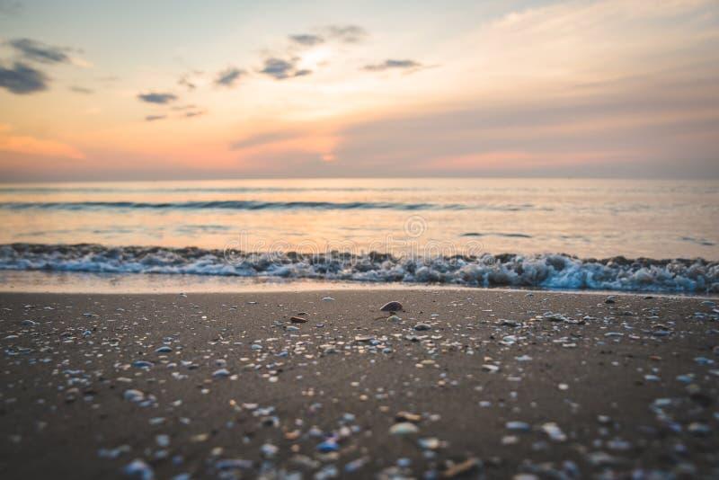Seascape bonito no nascer do sol fotos de stock royalty free