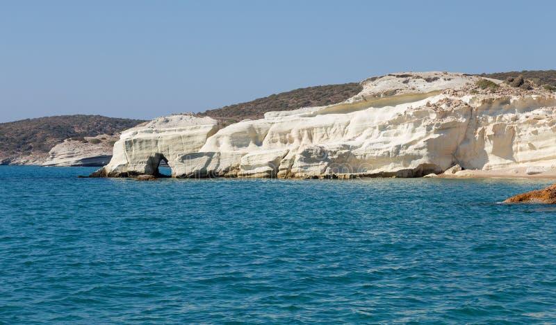 Seascape bonito nos Milos ilha, Cyclades, Grécia foto de stock