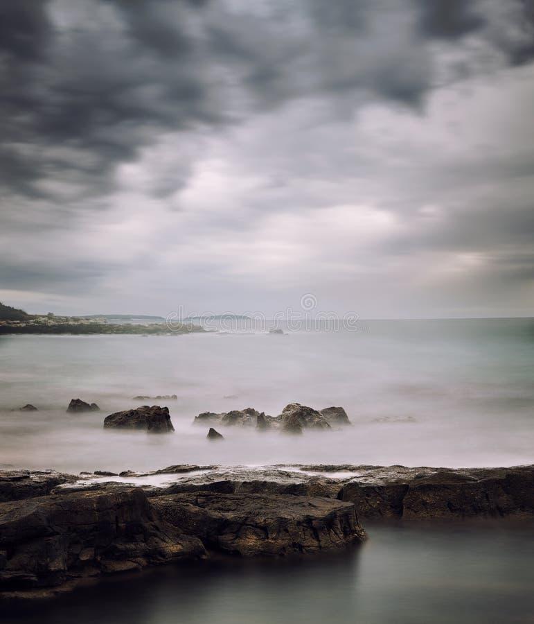 Seascape calmo do inverno Exposição longa fotografia de stock