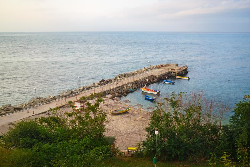 Seascape com cais fotografia de stock royalty free