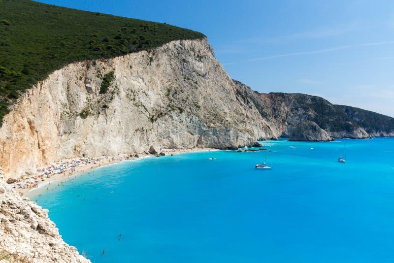 Seascape de águas azuis da praia de Porto Katsiki, Lefkada, ilhas Ionian, Grécia fotos de stock royalty free